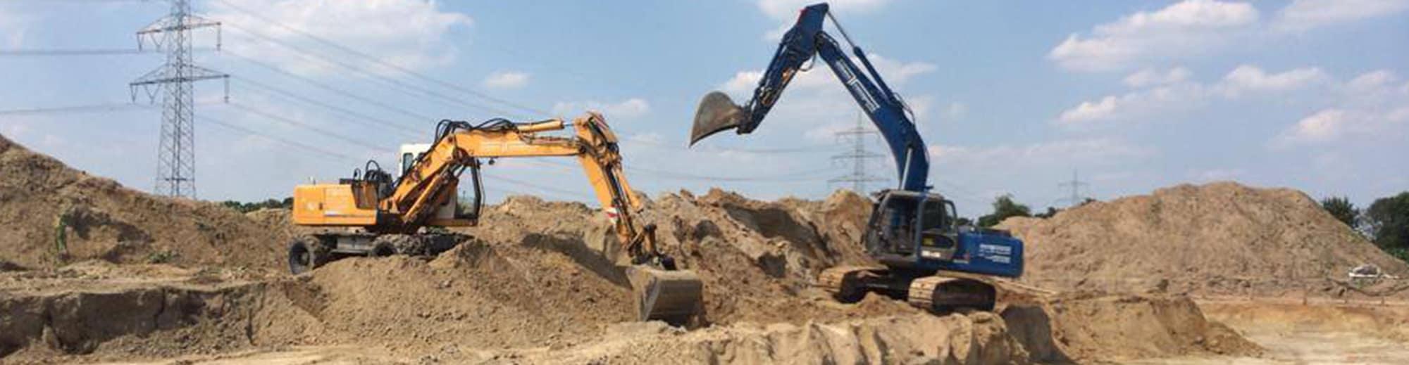 Impressionen von unseren Arbeiten - Baggerarbeiten, Planierarbeiten, Transport von Boden und Baustoffen