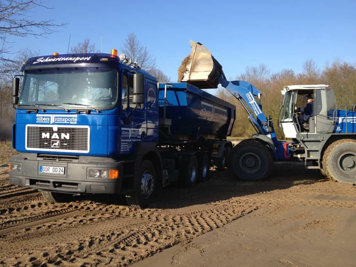 Impressionen von den Fahrzeugen Albers Transporte GmbH + Albers Tiefbau GmbH - Transport von Boden und Baustoffen